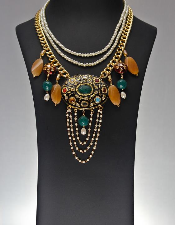 Piękna biżuteria artystyczna jako dodatek
