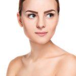 kobieta-z-makijazem- permanentnym-brwi